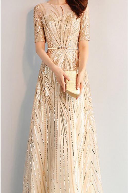 فستان من الشمبانيا والترتر الذهبي