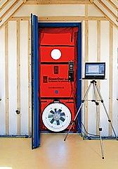 infiltrometrie, test étanchéité à l'air, blower door, porte soufflante, DPE, Diagnostic de performances énergétiques, attestation fin de chantier, attestation conformité rt2012, controleur rt2012, NF EN ISO 9972
