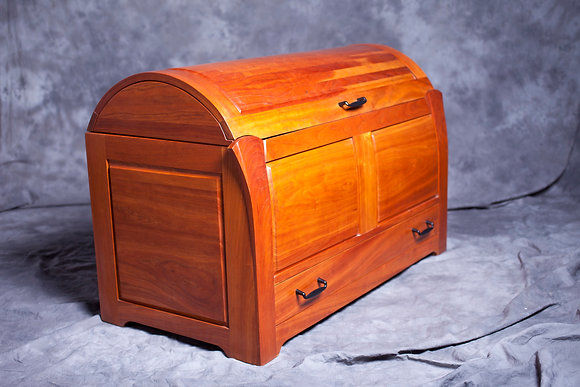 HOLLY'S BLANKET CHEST
