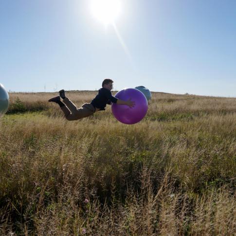 Guillaume Larouche artiste de cirque acrobatie ballon champs.JPG