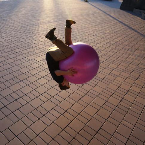 Guillaume Larouche artiste de cirque acrobate.JPG
