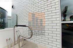 Custom glazed wall tiling