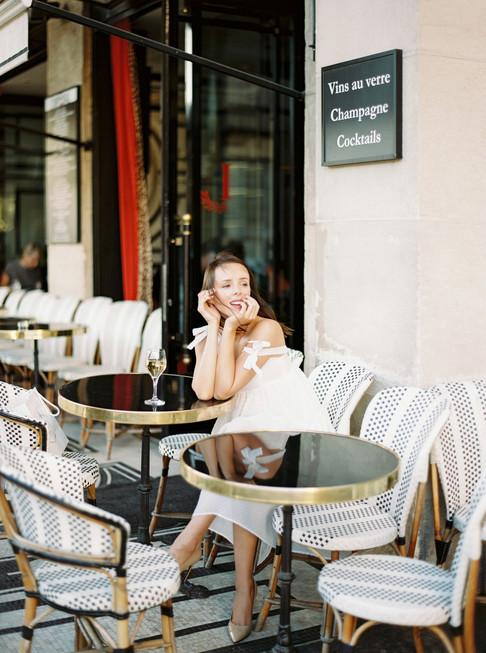 Photoshoot in parisien cafe in Paris