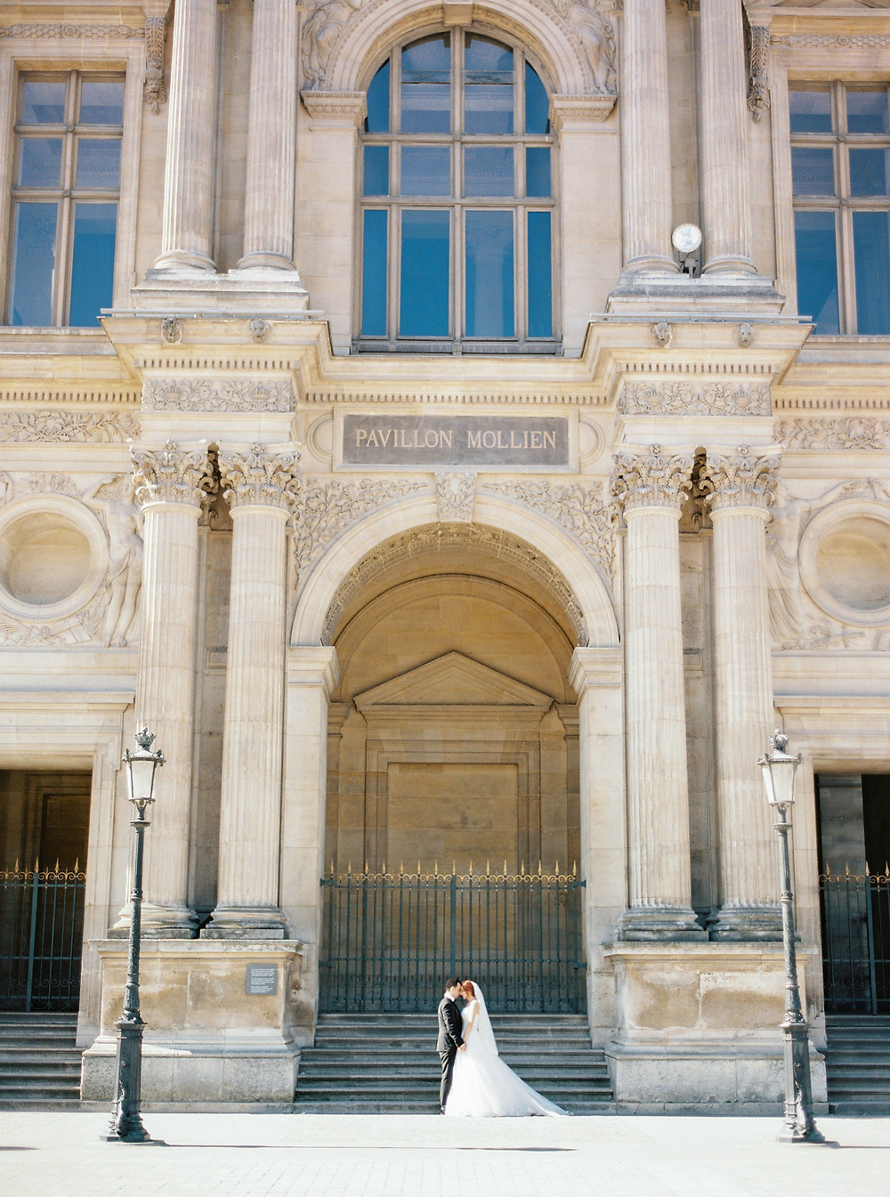 Honeymoon photoshoot in the Louvre