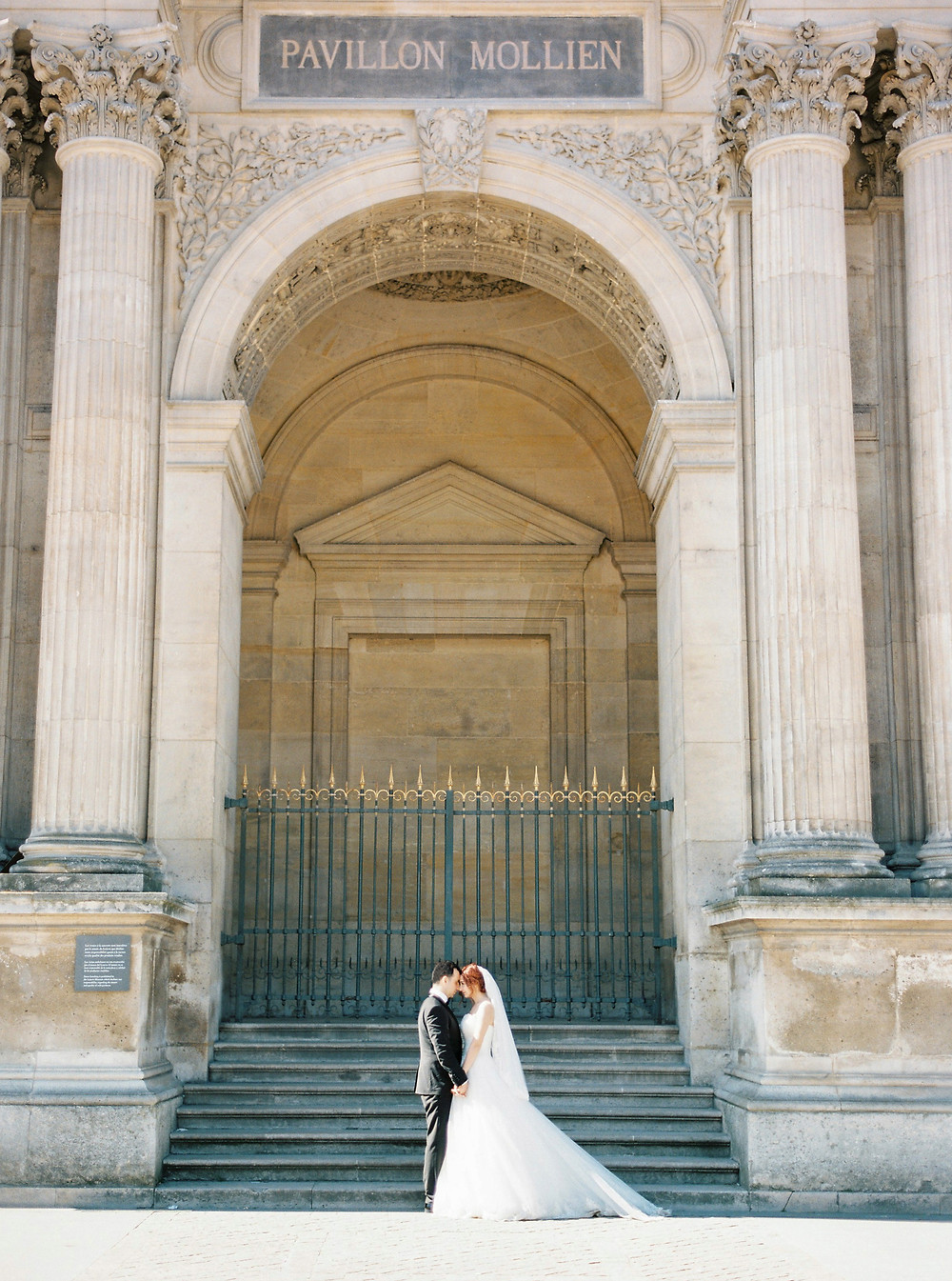 Paris wedding photoshoot in the Louvre