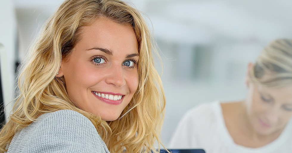 panoramic-view-of-new-female-employee.pn