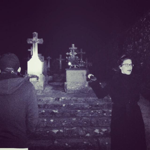 La sorcière au cimetière !