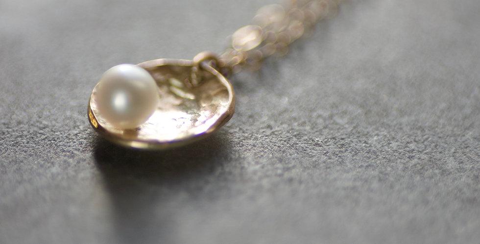 White Pearl & 9ct Gold Delicate Pendant Necklace