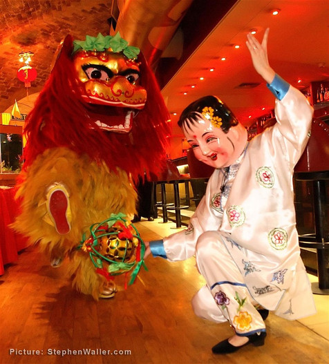 Book or Hire Chinese Entertainers Based in Essex UK - Hire Chinese Dancers and Acrobats