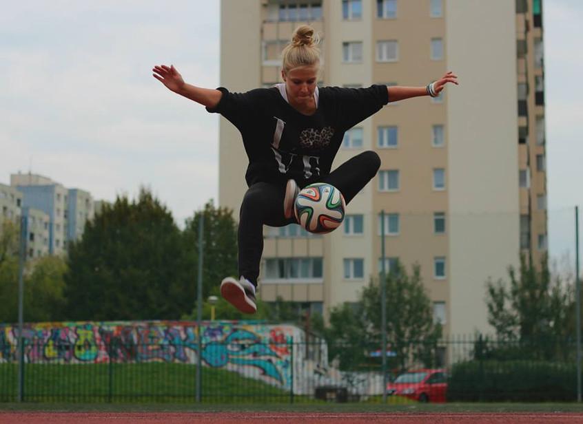 Agnieszka Mnich football freestyle