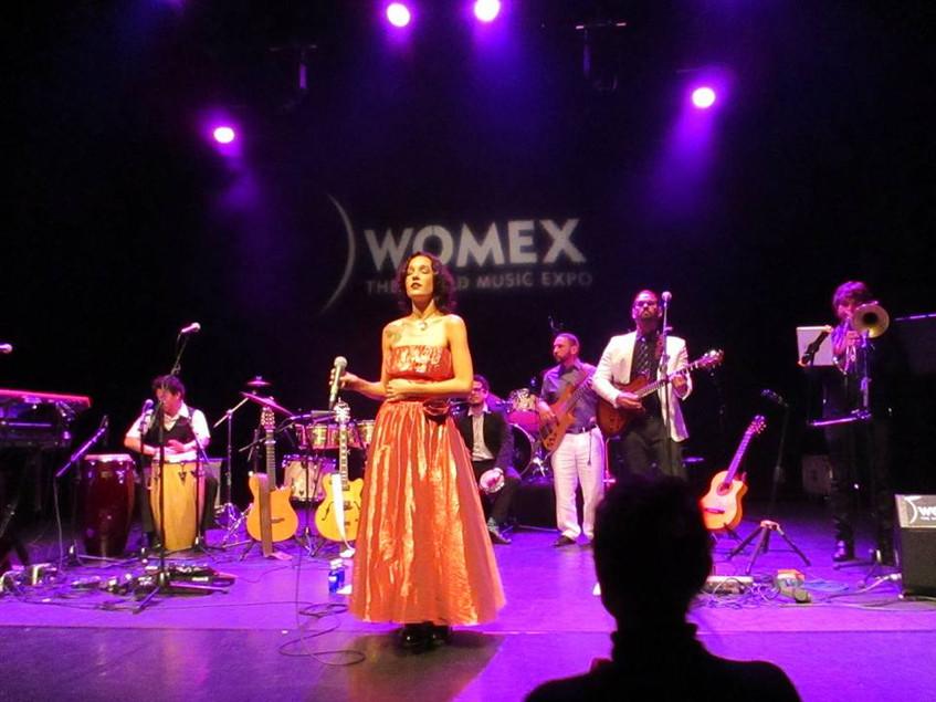 Moema Terra singer