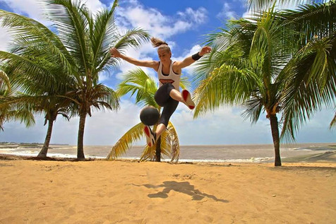 Hire Female Freestylers - Mélody Jonchet Based in France - Football Freestyler - Hire Female Footbal