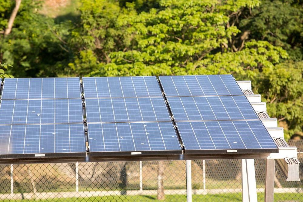 RS vive alvorecer da geração distribuída por meio da energia solar. Na foto, instalações no telhado do ParkShopping Canoas Foto: Omar Freitas / Agencia RBS
