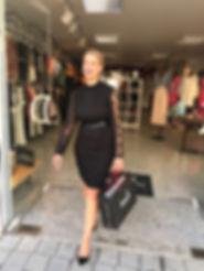 Kleid aus Spitze von Ana Alcazar, Pumps von Ovyé bei Koochi Couture