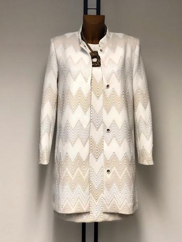 Mode-Eleganz: Mantel und Kleid von Ana Alcazar