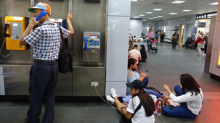 公共電話 v.s. 手機