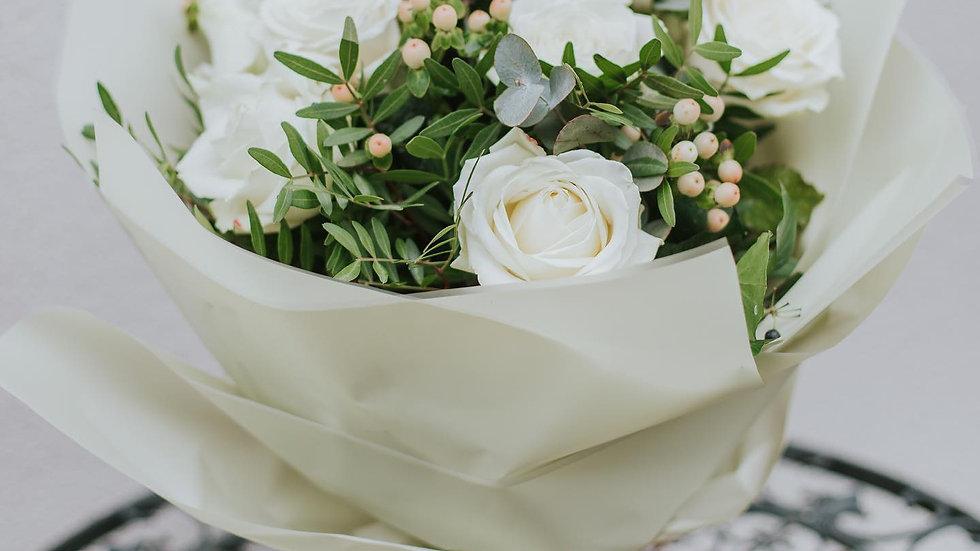 12 Luxury White Roses