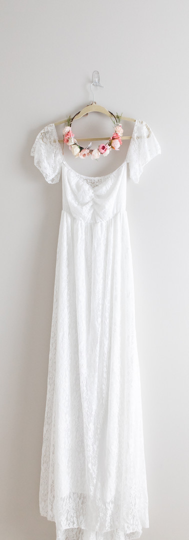 Size M White Lace Maternity Gown