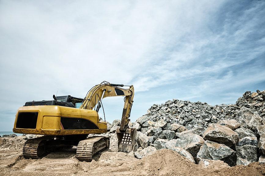 shovel-mashine-work-with-sand-and-stones