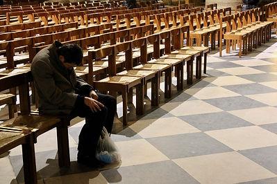 Kirche, müde, eingeschlafen, langweilige Predigt, Kirche Zukunft, Pastor, Predigt