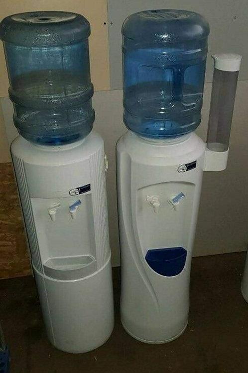 Wasserspender mit Becherausgabe