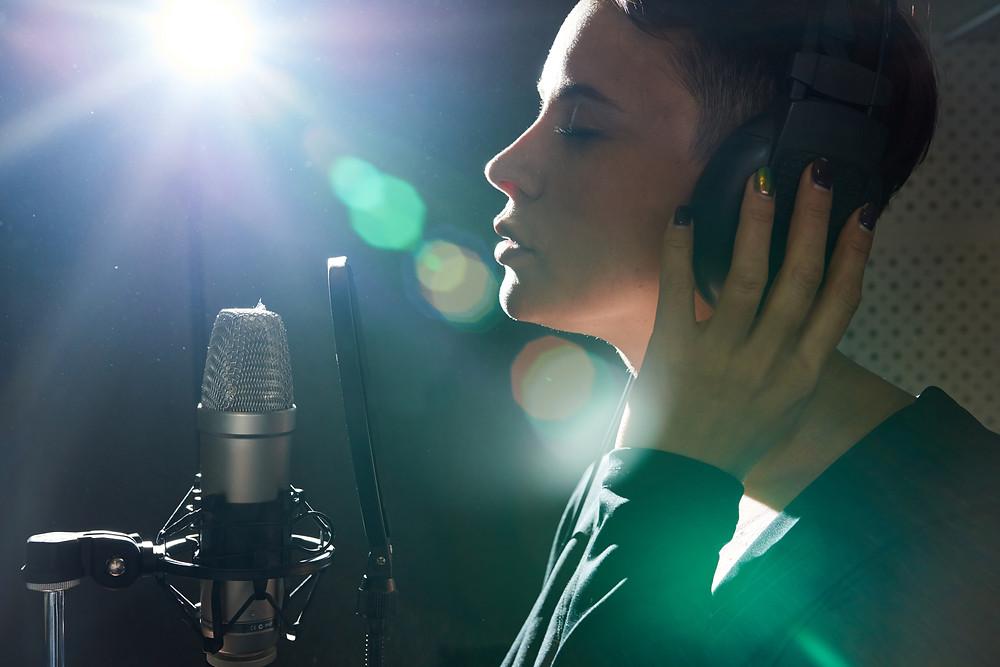 אולפני SPS - הקלטת שיר בסגנון 3 שעות ושיר - סינגל ברמה גבוהה