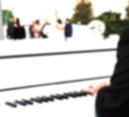 הרכבים לקבלת פנים, פסנתר כנף לבן