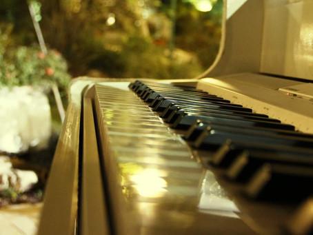 מהי האטרקציה הכי שווה לחתונה ? פסנתר כנף לבן