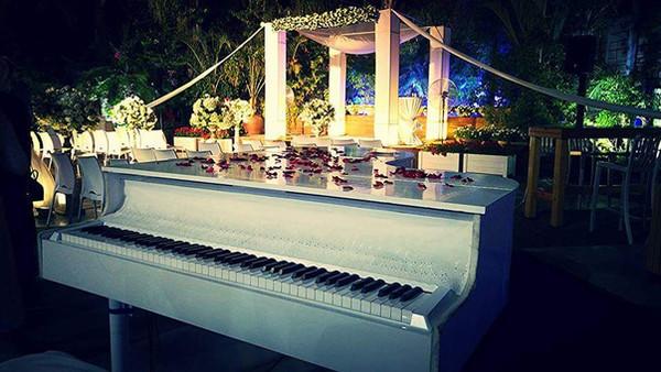קבלת פנים פסנתר כנף לבן