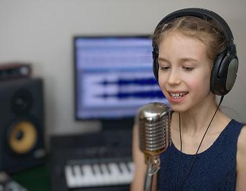 חוגגים בר/ת מצווה ורוצים להפציץ?  בואו לאולפני SPS להקליט שיר עם מוזיקאי מקצועי על גבי פלייבק ואפקטים שיגרמו לאורחים להבין שהילד/ה הם הכוכבים של הערב, וגם להנות משיר טוב על הדרך.