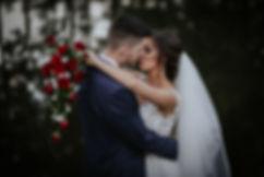 sesja ślubna w hoelu poniatowski, wesele w hotelu poniatowskim, sesja plenerowa w ogrodzie, sesja śluna w parku
