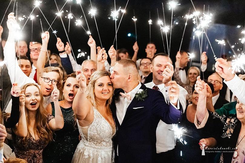 zimne ognie na weselu, ślub na Bemowie, wesele Sala bankietowa Sevilla, tort weselny