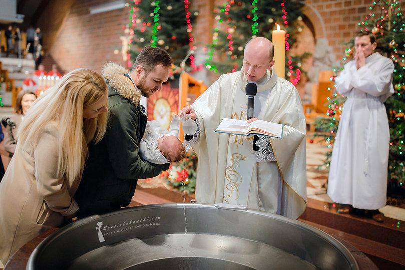 chrzest na Ursynowie, fotograf na chrzest Ursynów, Parafia Rzymskokatolicka Wniebowstąpienia Pańskiego