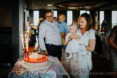 przyjęcie po chrzcie, tort na chrzest, fotograf na chrzest, opaska dla dziecka na chrzest, chrzest dziewczynki, aviator, restauracja, hotel okęcie