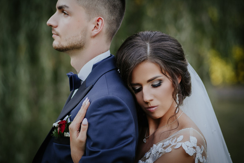 sesja ślubna w trakcie wesela, sesja poślubna w ogrodzie, sesja ślubna w śród zieleni, para młoda w parku, sesja zdjęciowa w parku, sesja w praku, sesja ślubna w warszawie, sesja ślubna na świeżym powietrzu, sesja hotel książę poniatowski, zdjęcia hotel poniatowski