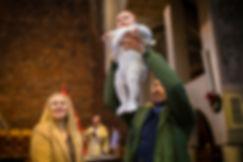 Chrzest święty, fotograf na chrzest, fotograf na chrzciny warszawa, chrzest warszawa, chrzest parafia rzymskokatolicka wniebowstąpienia pańskiego, al ken 101, chrzest ursynów, fotogaf ursynów, dobry fotograf na chrzest, zdjęcia z chrztu ursynów, rodzice chrzestni