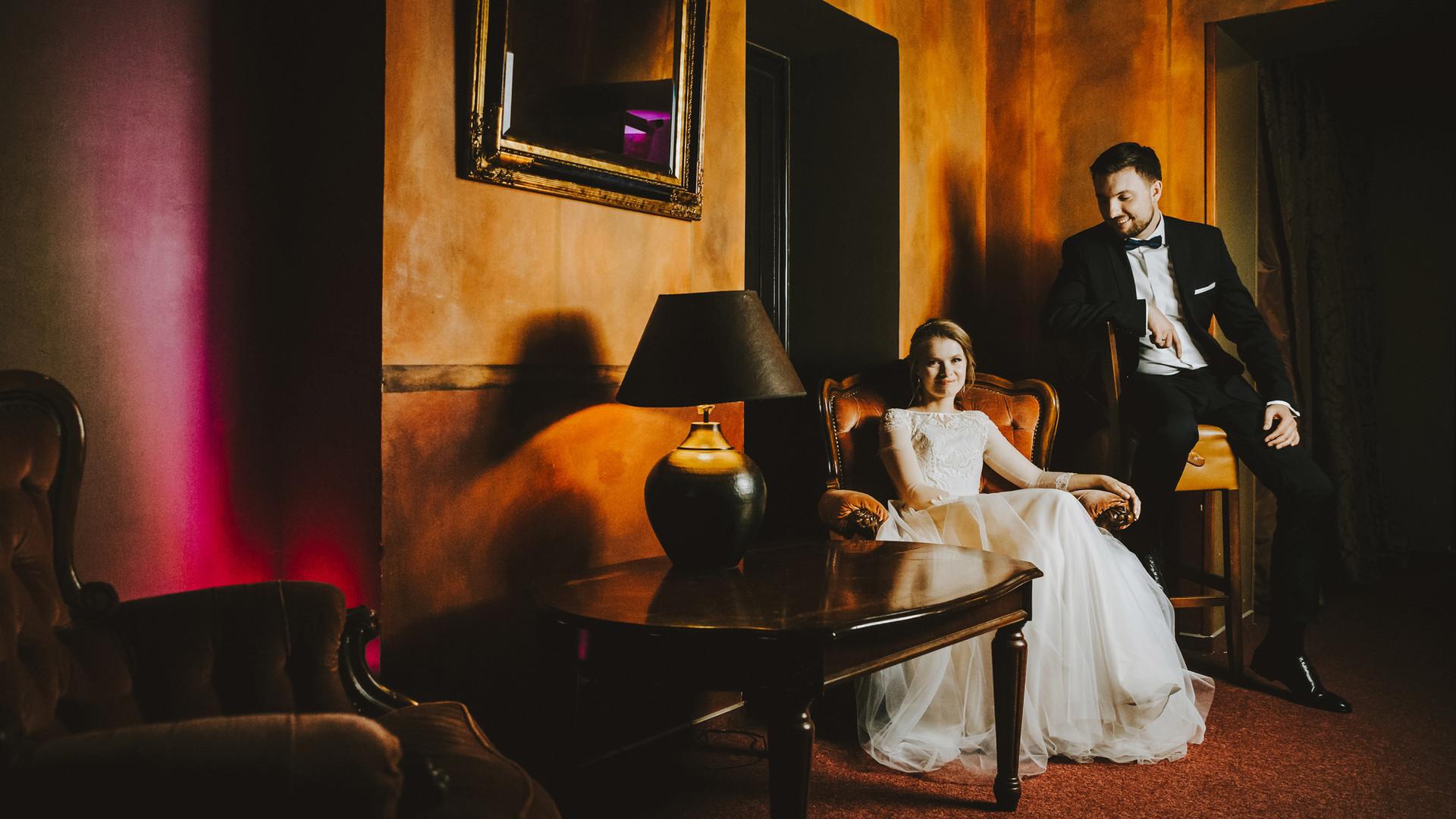 sesja ślubna w hotelu