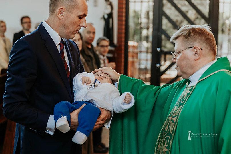 ceremonia chrztu świętego, chrzest w Warszawie, Parafia św. Grzegorza Wielkiego, chrzest na Ochocie, fotograf na chrzest Ochota