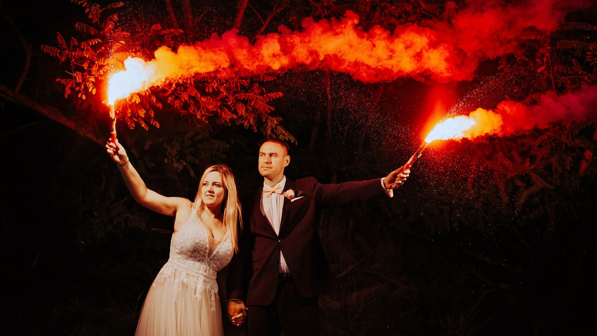 sesja ślubna z racami