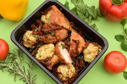 Kuřecí supreme se sušenými rajčaty a pečenými zeleninovými kuličkami