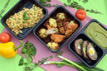 Smažená zeleninová rýže s vejci, Kuřecí supreme se sušenými rajčaty a pečenými zeleninovými kuličkami