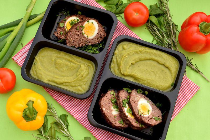 Bio hovězí sekaná s vejcem a brokolicovou kaší