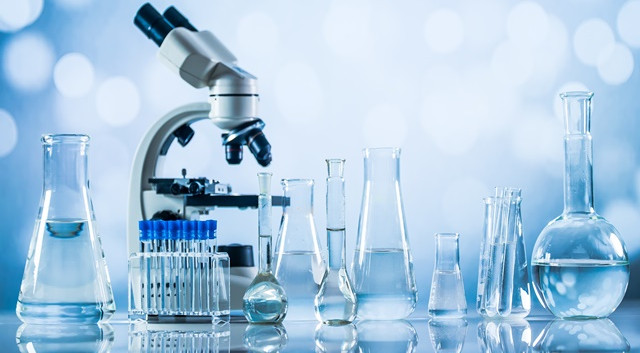 1-laboratorio-de-microbiologia.jpg