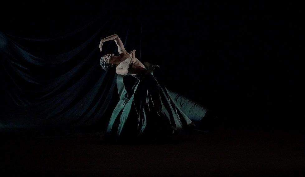 Chaque fois marionnette théâtre danse 3.jpg