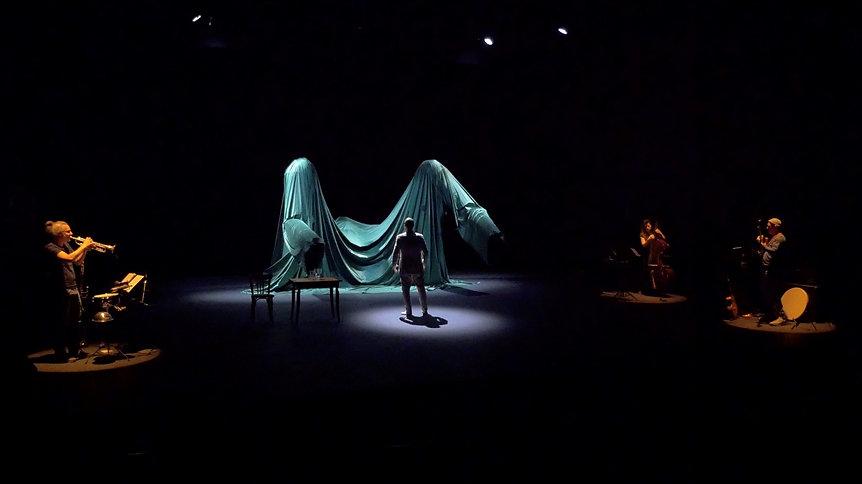 Chaque fois marionnette théâtre danse 1.jpg