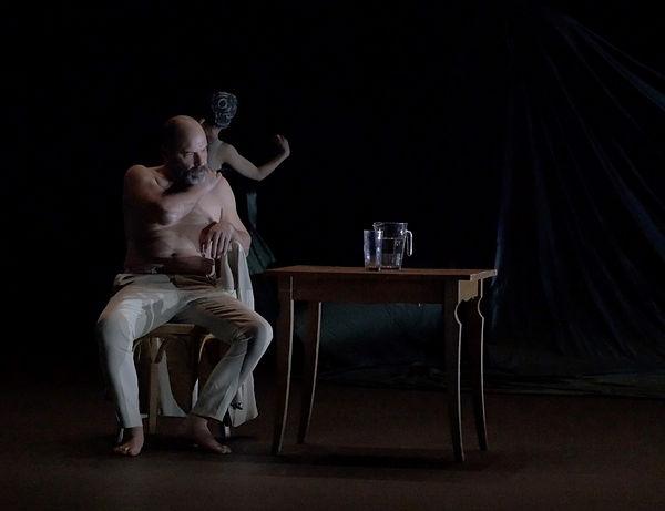 Chaque fois marionnette théâtre danse 4.jpg
