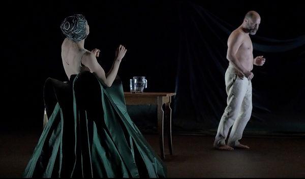 Chaque fois marionnette théâtre danse 2.jpg