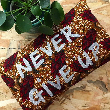 Coussin - NEVER GIVE UP