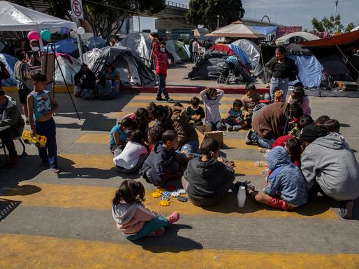 """Chính sách nhập cư của Biden bị dò xét, giám đốc DHS tuyên bố biên giới """"đã đóng"""""""