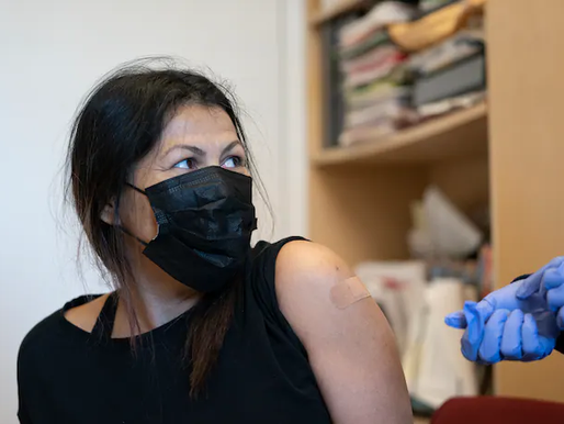 Đối với người nhập cư, ID chứng minh là một rào cản để được nhận một liều bảo vệ
